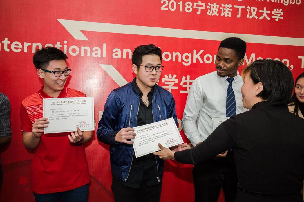 打頭陣的諾丁漢大學海外分校目前學生人數最多,寧波校區有近8,000、馬來西亞有5...