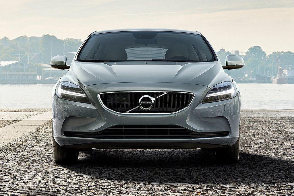 自2012年瑞士日內瓦車展問世至今,Volvo V40已經來到大改款年限外,同時...