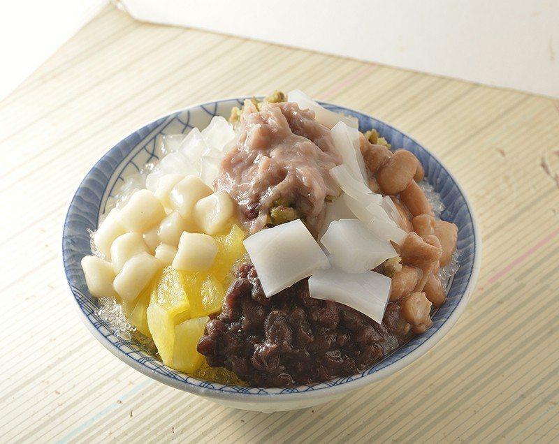 八寶冰45元/充滿傳統口味的多種配料,每一口都是費時熬製的用心。