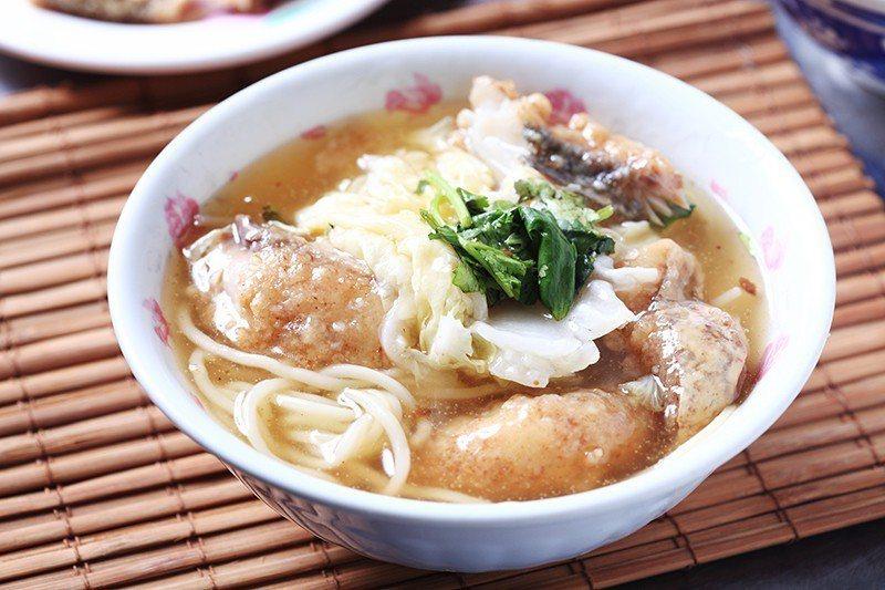 土魠魚羹50元/加上蒜頭、高麗菜等煮成的偏甜勾芡,湯頭滋味清香。