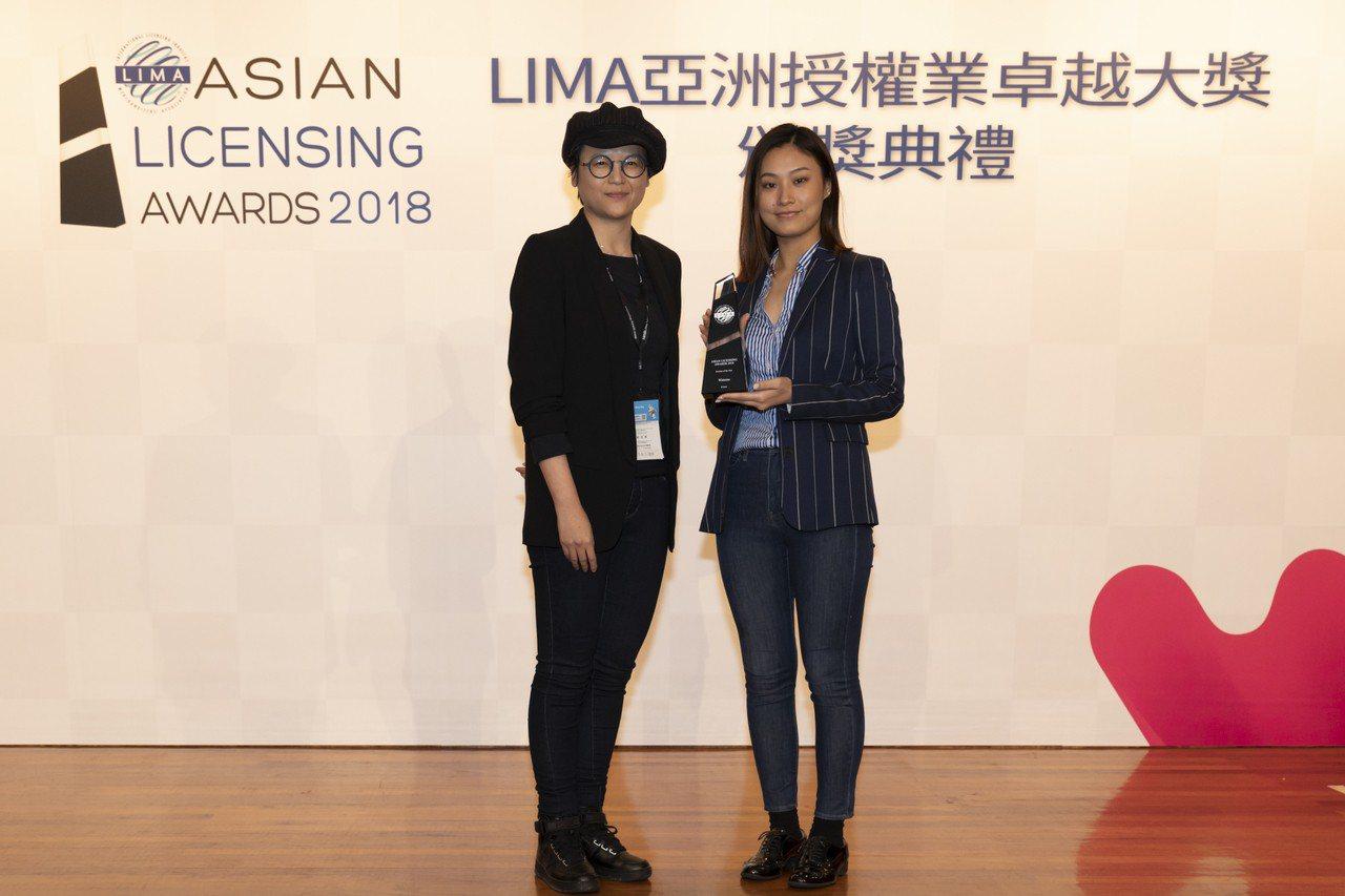 LIMA台灣代表處聯合數位文創頒發「年度零售商」獎項。(圖/文 聯合數位文創提供...
