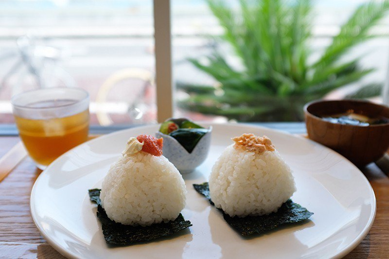 おにぎり朝食セット(早餐飯糰組合)¥540/早餐限定的人氣組合,任選2個飯 糰,...