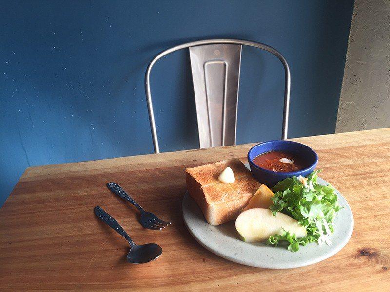 トーストとスープ(サラダ付き)(吐司佐湯品.附沙拉)¥850/淺草著名老舖 Pe...