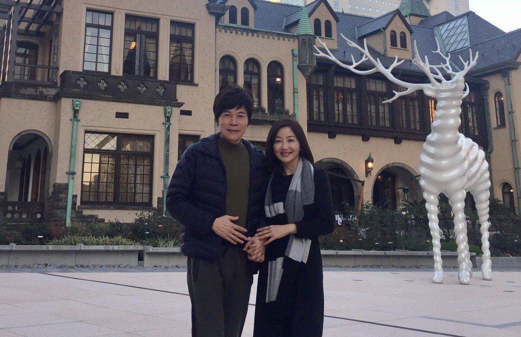 洪榮宏(左)和老婆預計月底至日本旅行兼朝聖。圖/宏遠音樂提供