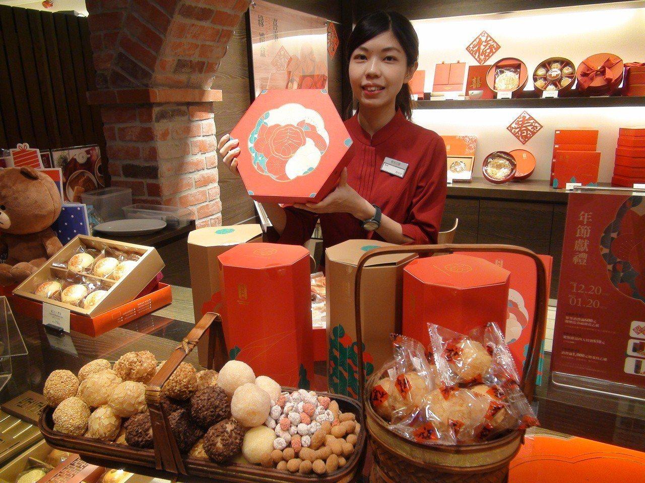 百年餅店「舊振南」今年以「春華錦繡」為主題,推出限定版的「吉好運禮盒」及「福氣丸...