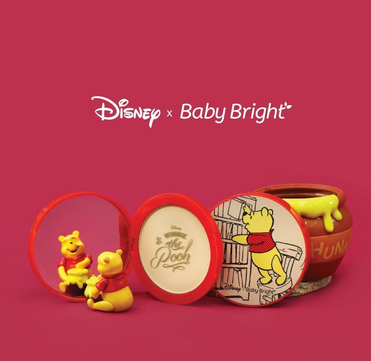 Baby Bright X小熊維尼輕透蜜粉餅,售價299元。圖/維新國際提供