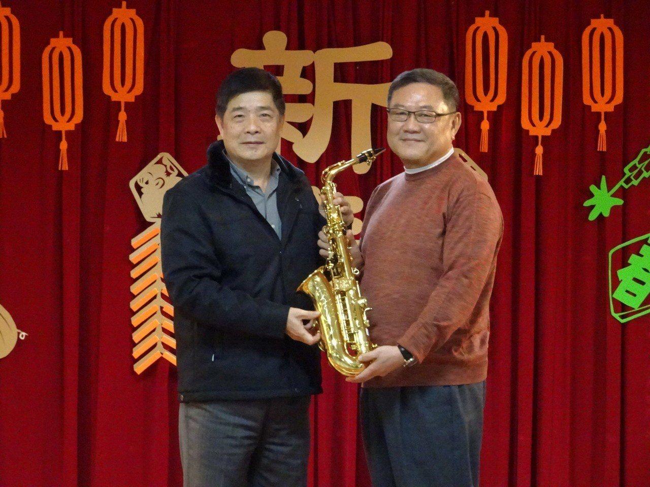 九太社會福利基金會捐贈管樂班樂器。圖/台北看守所提供