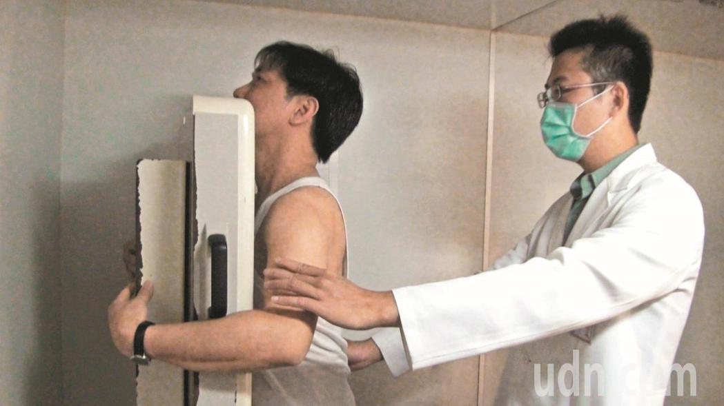 部分醫療檢查如電腦斷層掃描、X光含輻射,健保署呼籲民眾別做「非必要檢查」。放射科...