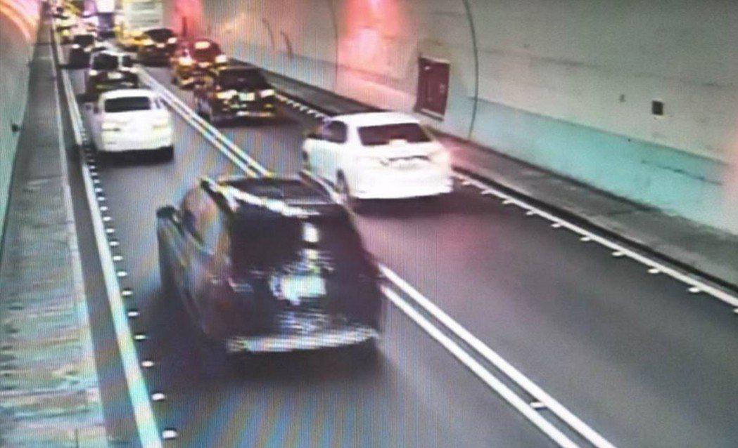 高公局宣布今年三月一日起,調漲國五雪隧故障車輛拖救費基本費,圖為去年十一月九日國...