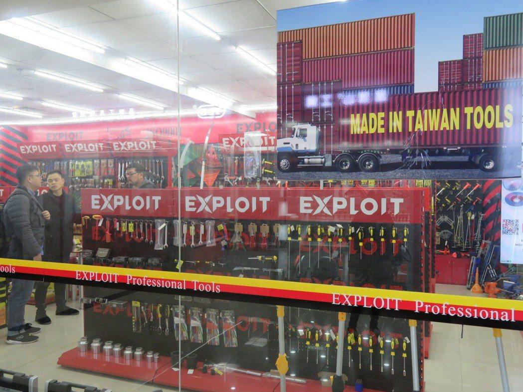 義烏國際商貿城內有各式各樣的賣家,這家出口扳手等各類工具的商家,不僅自創品牌「E...