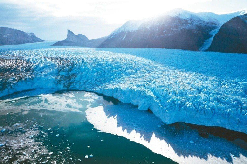 研究發現,2013年格陵蘭融冰消融速度是10年前的4倍。 圖/取自美國太空總署網...