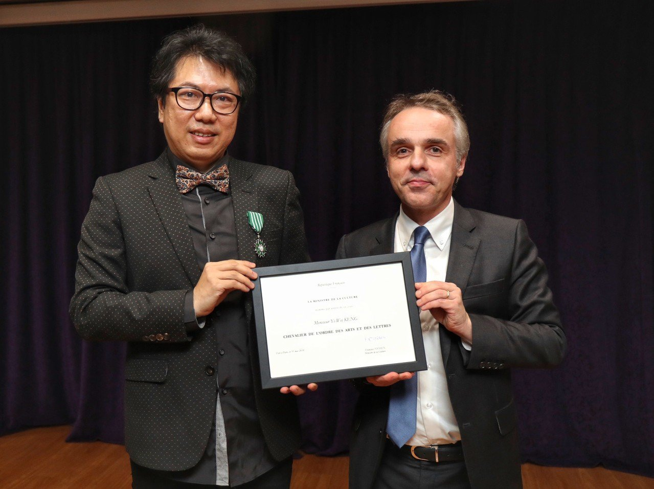 法國在台協會23日在台北舉行授勳典禮,由法國在台協會主任紀博偉(Benoit G...