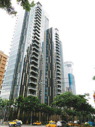 圖為新板特區的「謙岳」,在2014年公布19戶售價全破億,成為新板特區第一個「億...