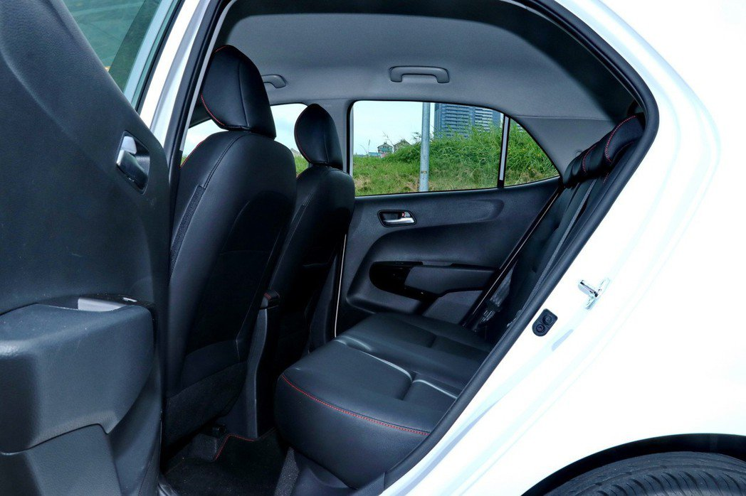 即便是微型車,KIA Picanto GT-Line後座雖然稱不上舒適,但是仍可...