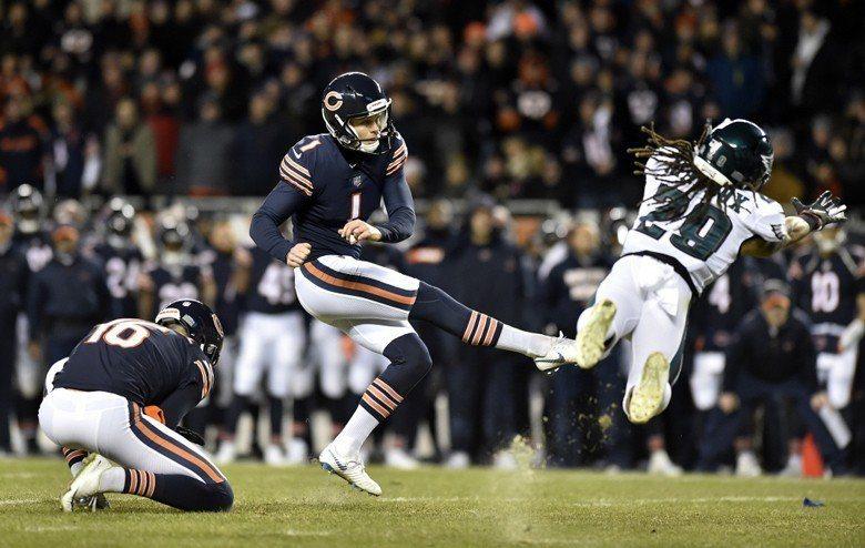 熊隊踢球員帕奇(Cody Parkey)錯失射門,球直擊門柱彈出。 圖/...