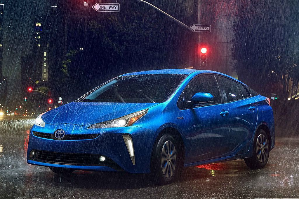 AWD-i四驅系統其實是專為Prius設計,當車輛在抓地力不佳或濕滑路面上(如雪...