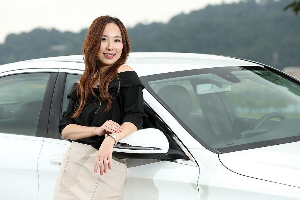 知名美女兩性作家御姊愛認為買車就像選男友一樣,外觀除要俐落且肌肉感十足外,更一定要有便捷的系統及豐富的安全防護能力。 攝影/記者林澔一