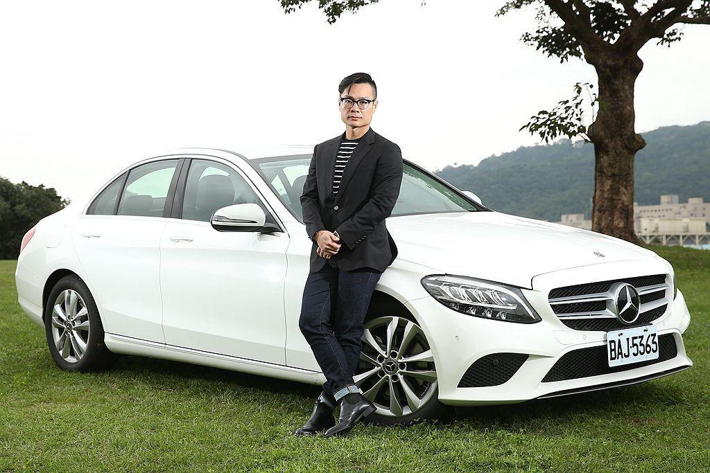 汽車達人 小葉 這次來到 udn 發燒車訊出任務,將推薦御姊愛選購 Mercedes-Benz C 200 房車。 攝影/記者林澔一