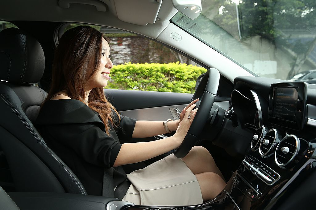 Mercedes-Benz C 200 將主動防撞輔助含行人偵測系統及 PRE-...