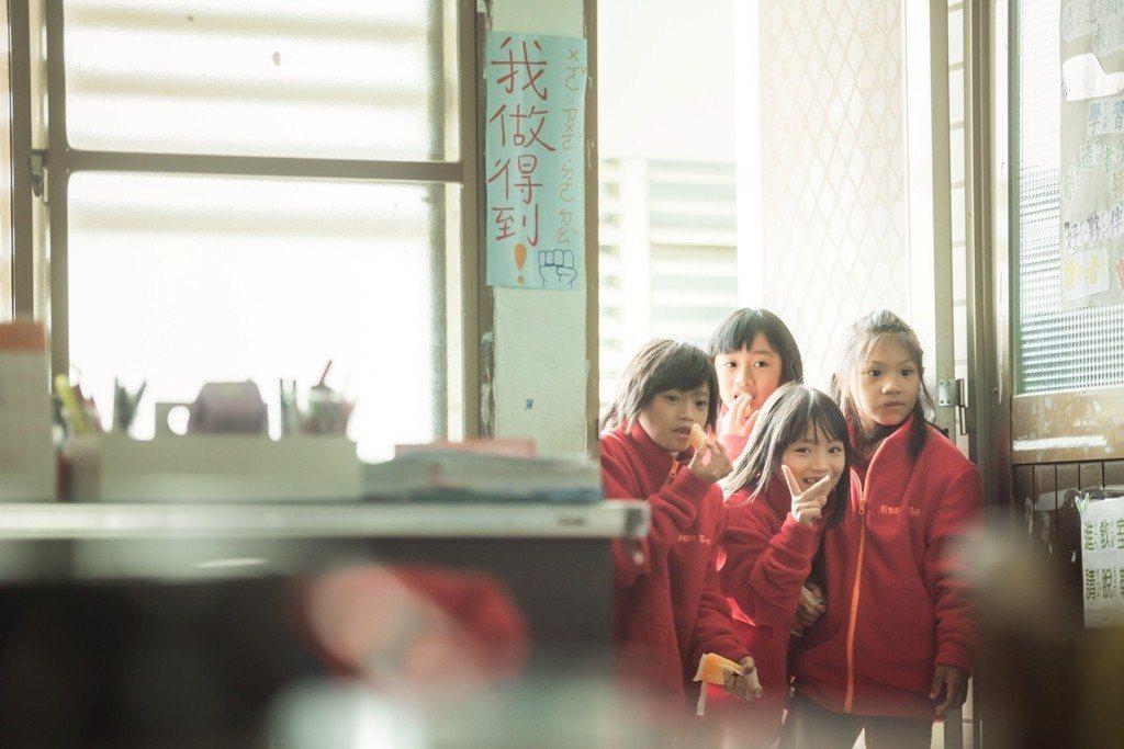 定瑜對於孩子日常生活的關切,悄悄地為社區注入了一股活力,間接帶給孩子正面影響。圖...