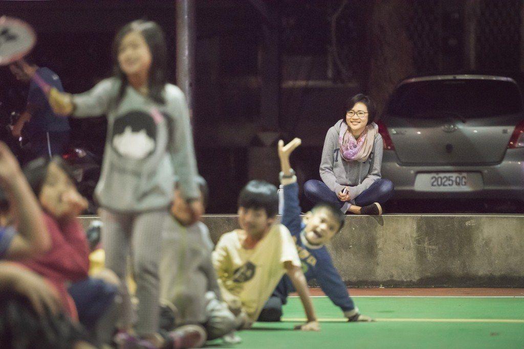 除了在課堂上的教學與家庭訪問之外,定瑜也會主動參與社區的活動。圖/TFT提供(攝...