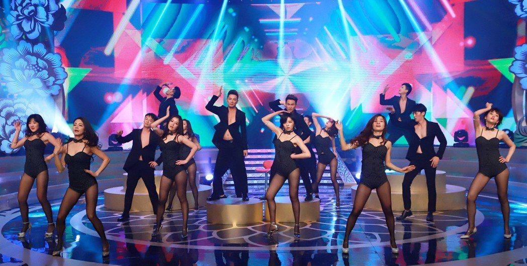 「民視第一發發發」有豪華炫麗的歌舞秀。圖/民視提供