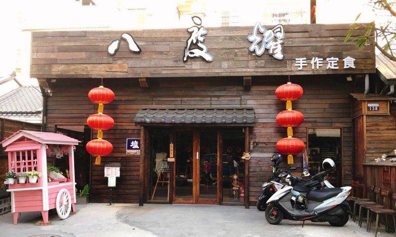 (圖/台灣旅行趣) ▲「粉紅小餐車」擺放在門口,顯得特別搶眼。超粉嫩的它也成了網...