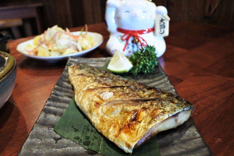 (圖/台灣旅行趣) ▲厚實大片的鯖魚、油亮酥香的表皮、多汁鮮嫩的魚肉,非常吸引人...