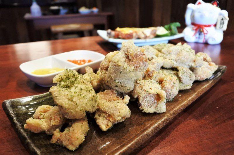 (圖/台灣旅行趣) ▲這份量超驚人!使用了近兩隻雞的雞腿肉製作呢!而「八度耀手作...