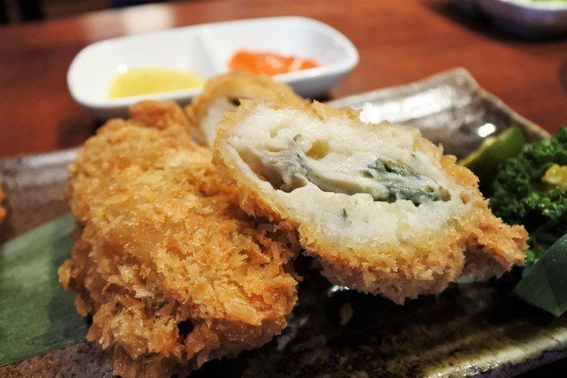 (圖/台灣旅行趣) ▲來自日本廣島生食等級的牡蠣,裹粉漿油炸後,再利用「金桔」去...