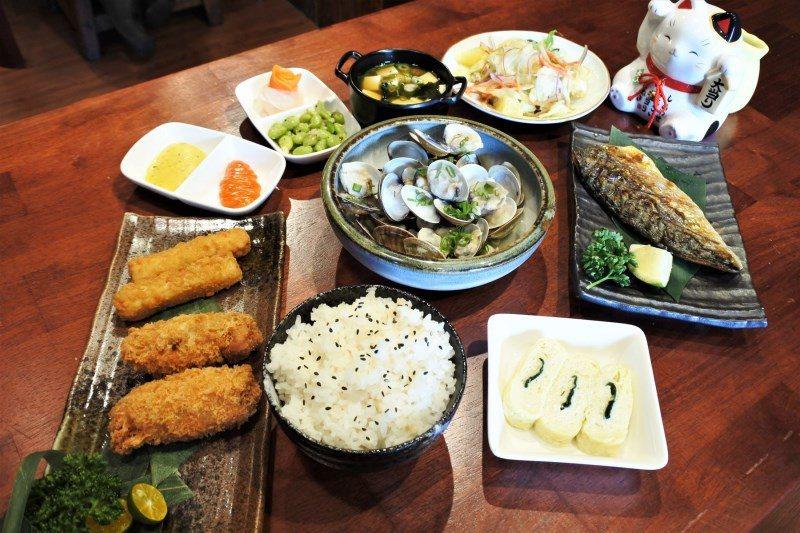 (圖/台灣旅行趣) ▲近期新推出的「八度耀定食組合」,一次擁有兩份主食,讓大家吃...