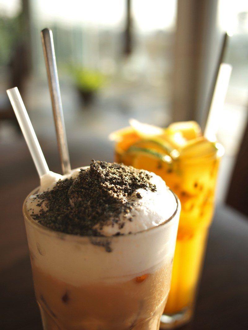 (圖/台灣旅行趣) ▲料又多又滿的「芝麻奶茶」,每口都喝得到芝麻的特殊香氣。