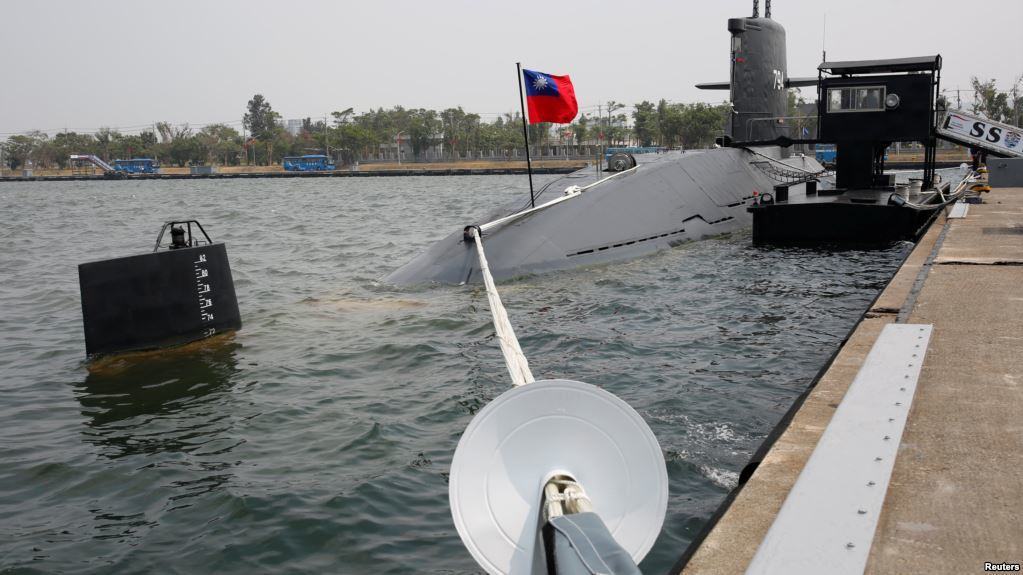 前美國《國防新聞》周刊駐亞洲記者站主任顏文德認為,高雄海軍基地是中國轟-6轟炸機...