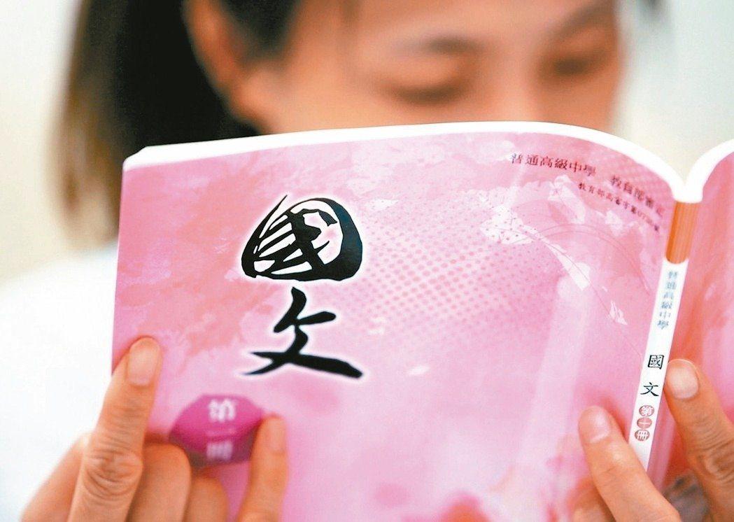 高中或補教國文老師都強烈建議,各版本國文教科書都收錄的30篇文言文、及多數版本收...