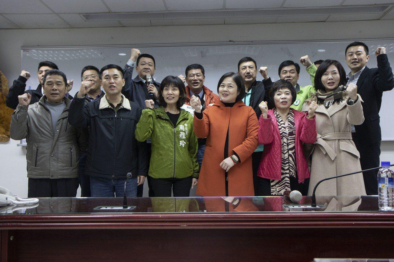 韓國瑜讓余天壓力大 綠營議員:余是全國知名度