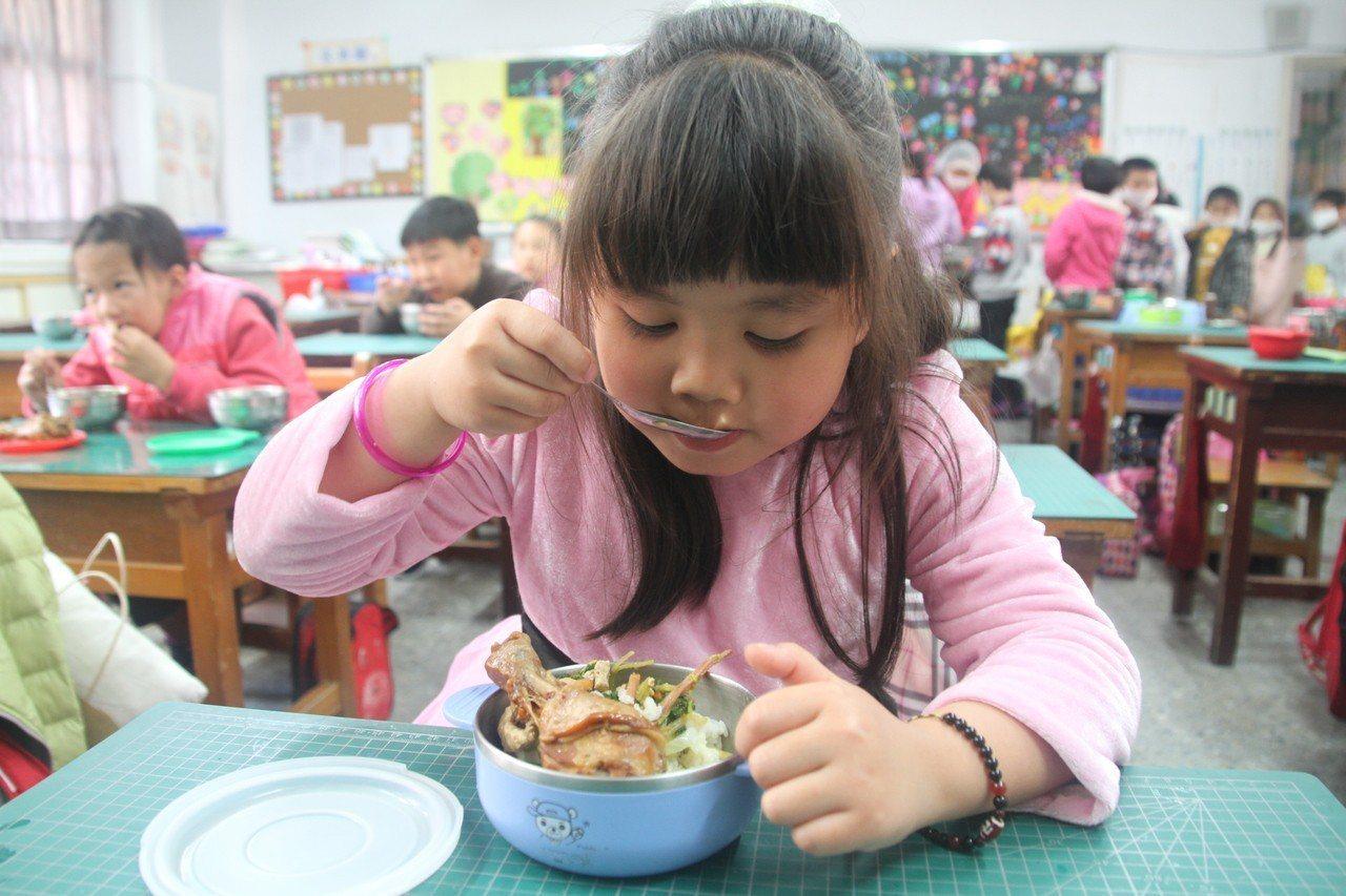 影/半價營養午餐「回來了」 通霄率先通過補助方案