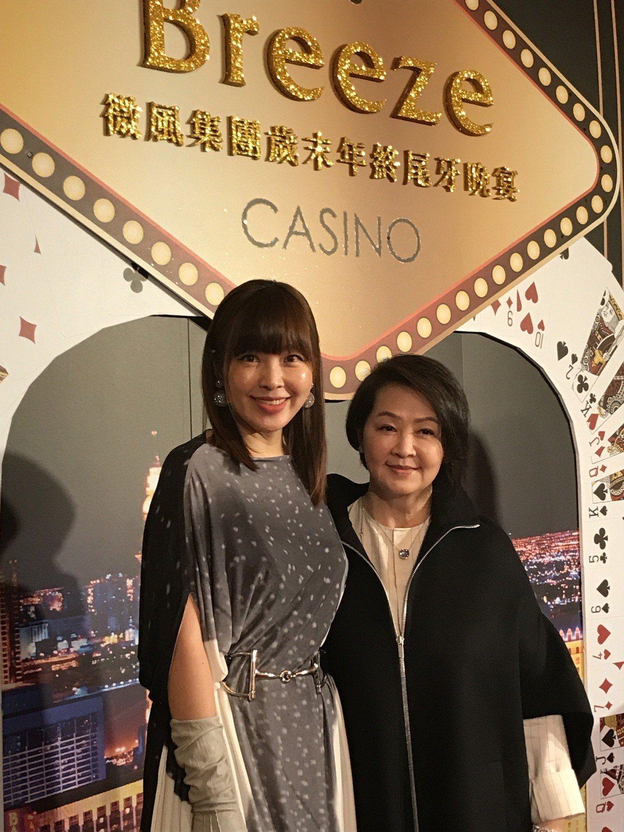 左起微風集團策略長廖曉喬與母親林美瑛女士。記者江佩君/攝影