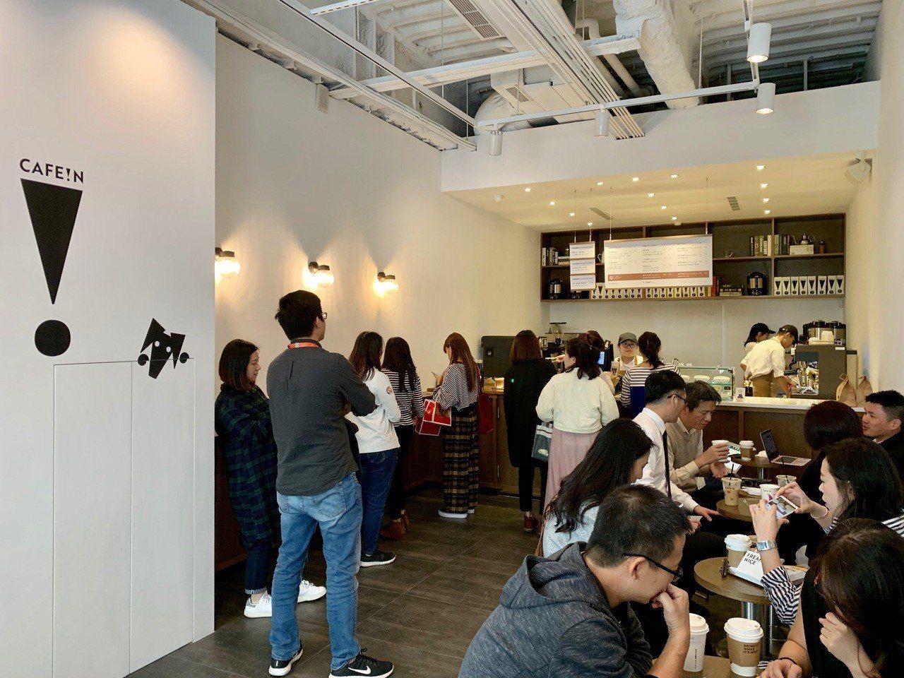 CAFE!N三民店中午時段吸引許多上班族消費。記者張芳瑜/攝影