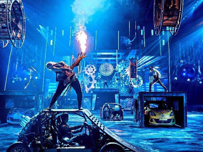 被譽作是亞洲版《瘋狂麥斯:憤怒道》的「狂電派」,是全球第1個室內飆速飛車舞台劇,...