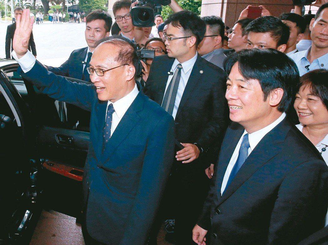 媒體報導傳出林全(左)向總統提出辭呈,不過時任政院發言人徐國勇否認。 圖/聯合報...
