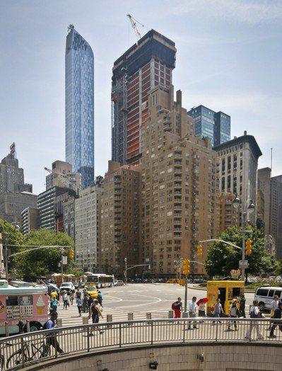 紐約豪宅「中央公園南220號」就在中央公園旁。(美聯社)