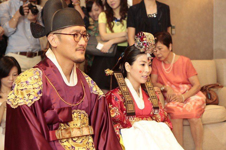 圖為許茹芸與韓籍夫婿崔栽誠(Mr.Big)舉行韓式婚禮。圖/銀魚音樂提供