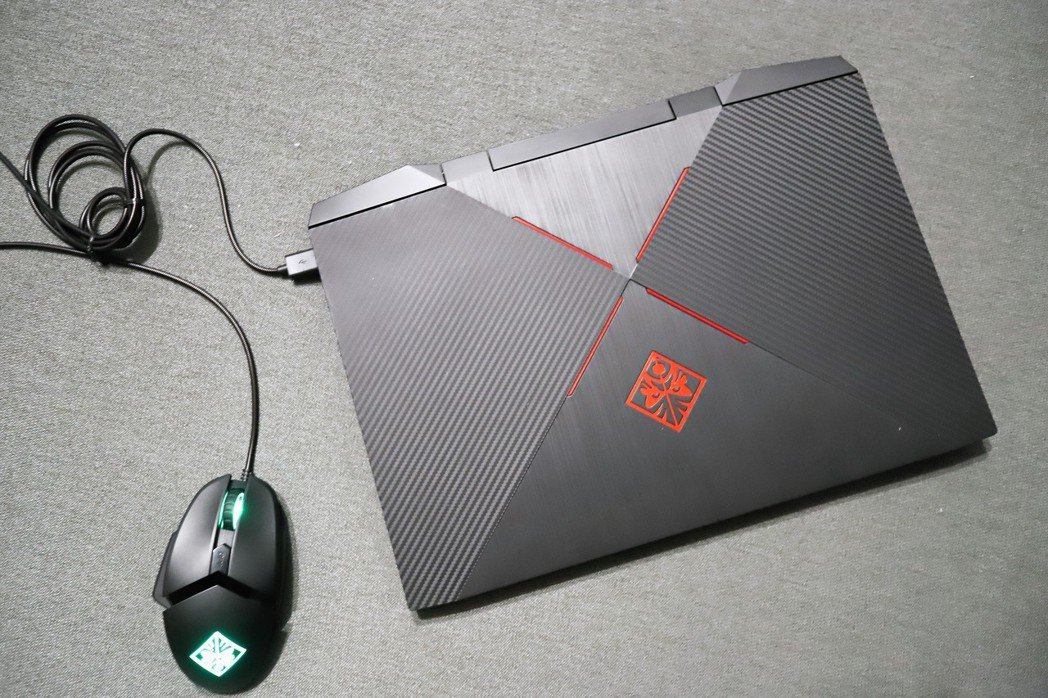 OMEN by HP 15搭配自家滑鼠更讓整體遊戲體驗更一致。 彭子豪/攝影