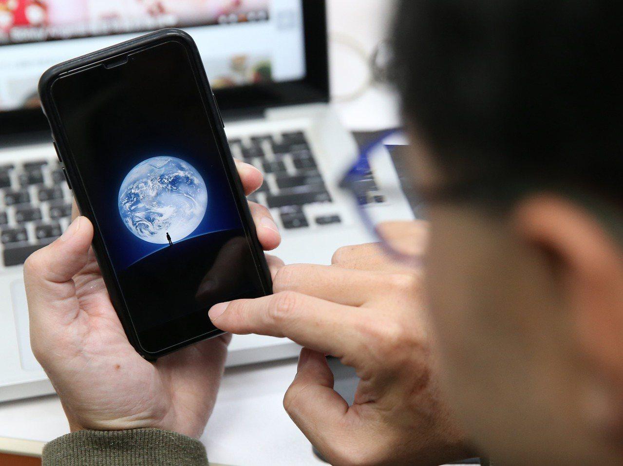 政府機關公務手機將全面禁用大陸通訊軟體。記者許正宏/攝影