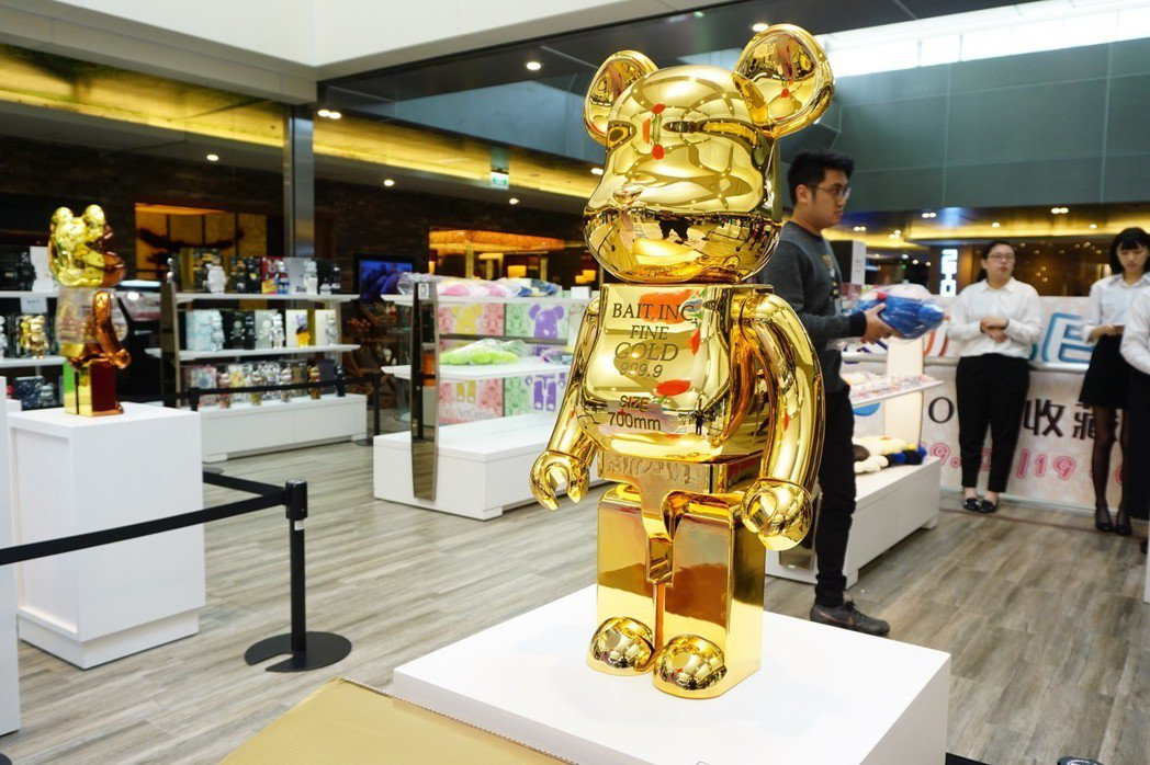如金條般的GOLD BAR款及千秋款庫柏力克熊等稀有收藏,都盡在此次年度展中展出...
