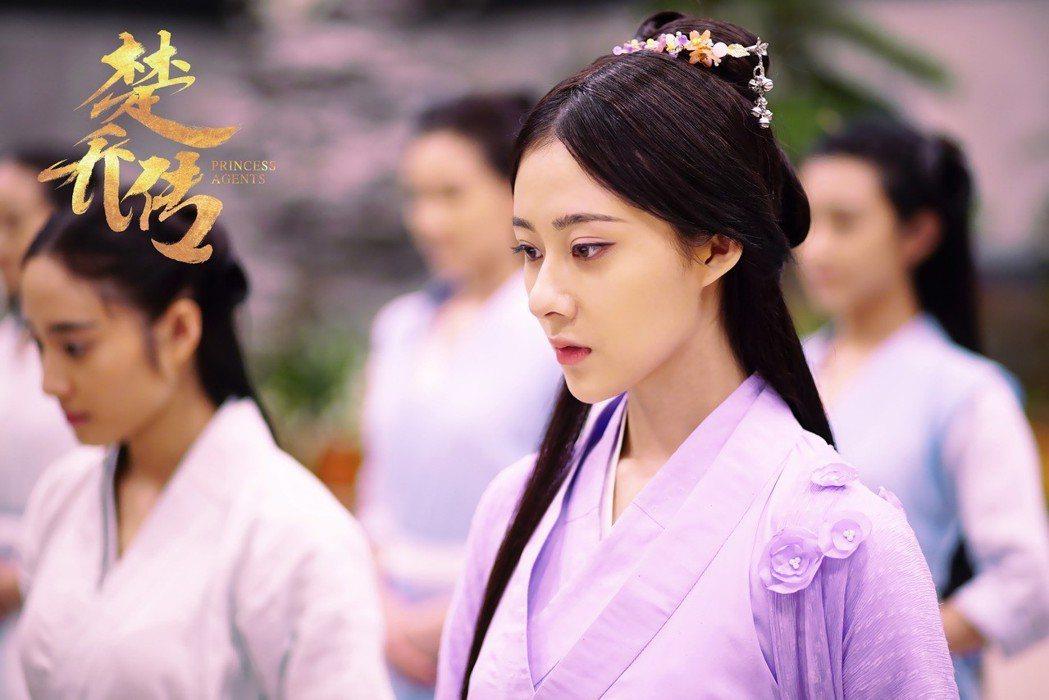 曹曦月在「楚喬傳」中飾演「錦燭」。圖/擷自微博
