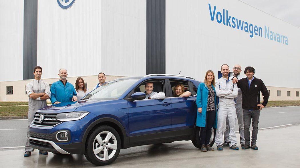 福斯最小休旅T-Cross,首批量產車日前正式步下生產線。 摘自Volkswag...