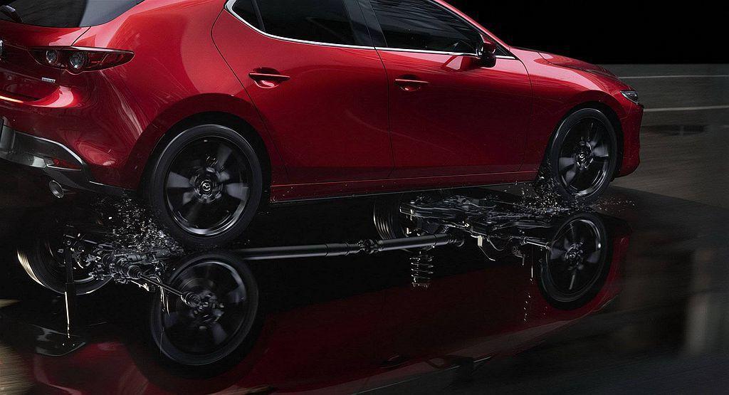 最高等級的Mazda3 Premium AWD除有i-ACTIV四輪驅動系統,還...