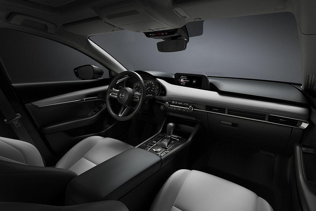 Mazda3 Preferred套件多了BOSE音響系統、鯊魚鰭天線、Siriu...