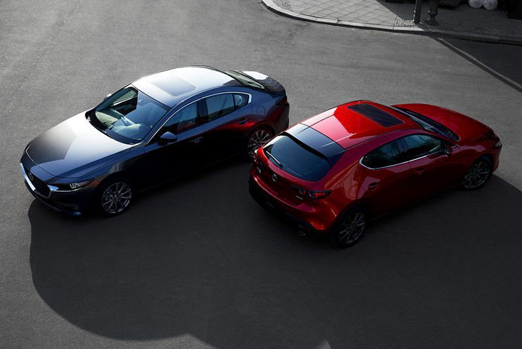美規全新第四代Mazda3相同提供四門房車及五門掀背可選,基礎售價自21,000...